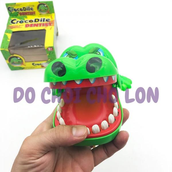 Hộp đồ chơi cá sấu cắn tay bằng nhựa 2205A