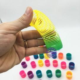 Đồ chơi lò xo cầu vồng ma thuật 12 cái (đường kính 3 cm)