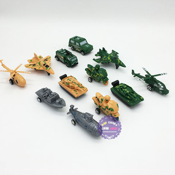 Vỉ đồ chơi 12 xe tăng, máy bay, tàu chiến, mô tô Military chạy trớn