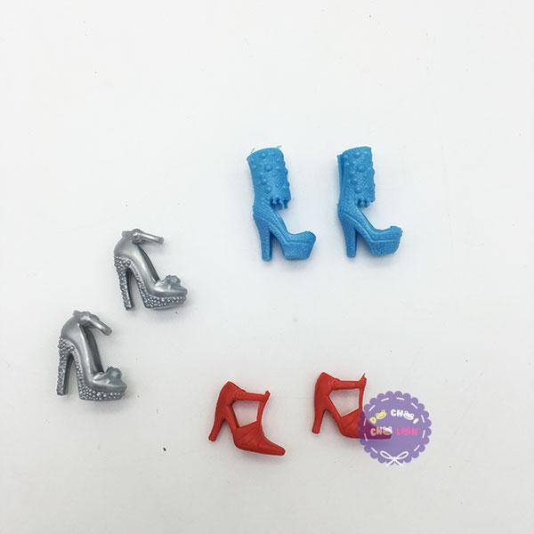 Vỉ đồ chơi giày, dép, guốc cao gót cho búp bê 20 bịch bằng nhựa