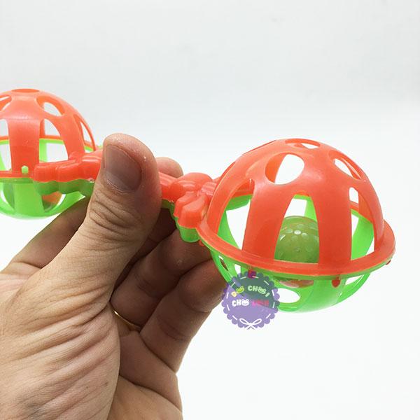 Đồ chơi lục lạc lắc 2 banh cầm tay bằng nhựa