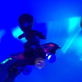 Hộp đồ chơi người nhện trượt ván chống lật có đèn nhạc 5080