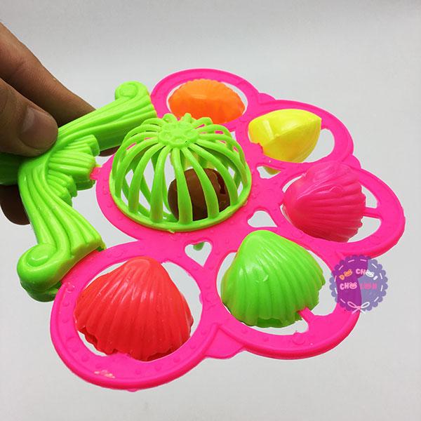 Đồ chơi lục lạc xúc xắc lắc 5 sò bằng nhựa