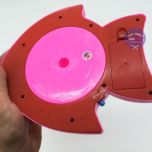 Vỉ đồ chơi câu cá 2 cần 8 cá hình cá 3 sọc đuôi dùng pin có nhạc