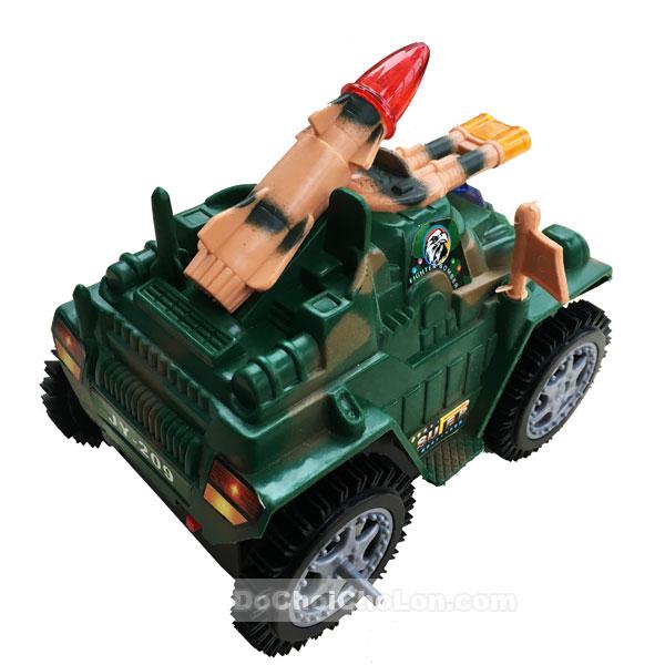 Hộp đồ chơi xe tăng 4 bánh dùng pin