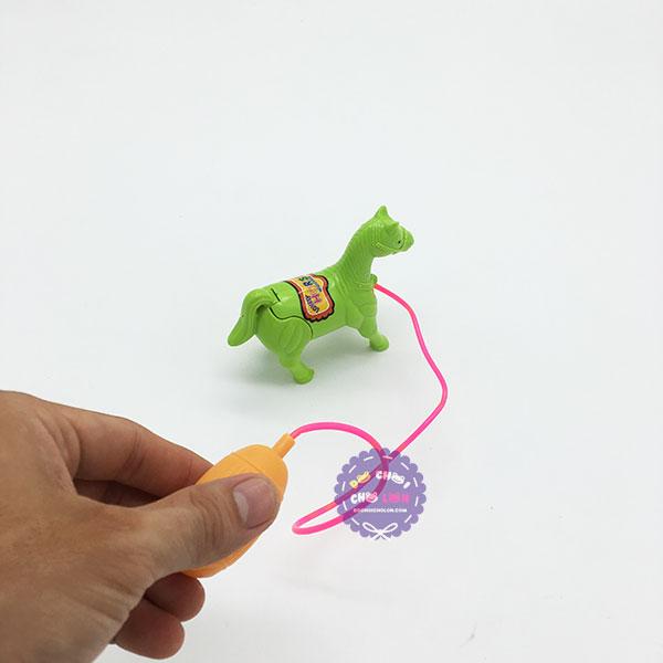 Đồ chơi chú ngựa chạy khi bơm hơi bằng nhựa