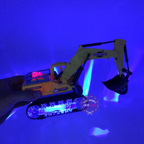 Hộp đồ chơi xe cào đất bánh đèn 3D chạy pin có nhạc 9801