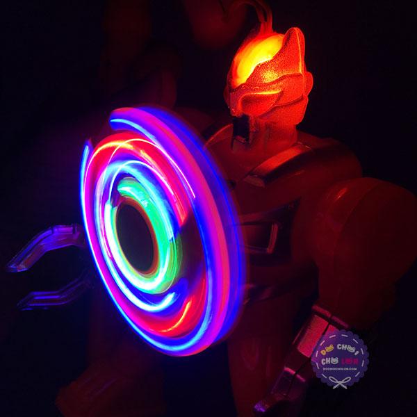 Lồng đèn trung thu robot ngực xoay dùng pin có đèn nhạc