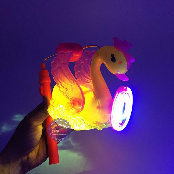 Lồng đèn trung thu thiên nga chong chóng dùng pin có đèn nhạc
