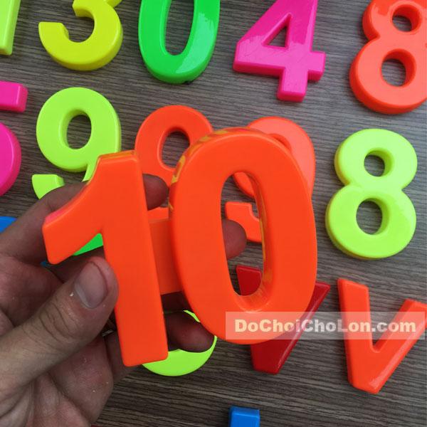 Vỉ đồ chơi bộ chữ số lớn bằng nhựa