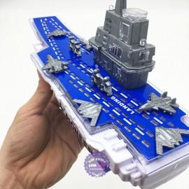 Hộp đồ chơi tàu sân bay chạy pin bằng nhựa có đèn nhạc