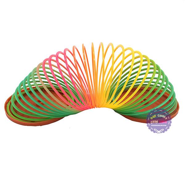 Đồ chơi lò xo cầu vồng bằng nhựa (đường kính 8 cm)