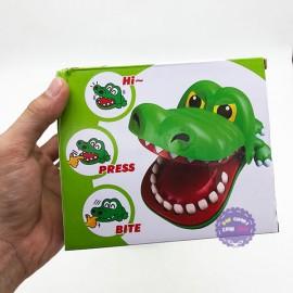 Hộp đồ chơi cá sấu cắn tay bằng nhựa M-2