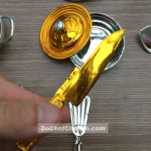 Vỉ đồ chơi nấu ăn Kitchen Unit 4 nồi vàng đồng