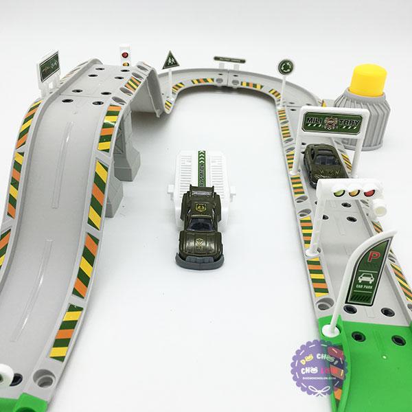 Hộp đồ chơi đường ray bãi đậu xe quân sự Military Center