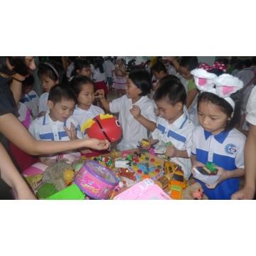 Mua đồ chơi làm từ thiện cho trẻ em nghèo tại tphcm